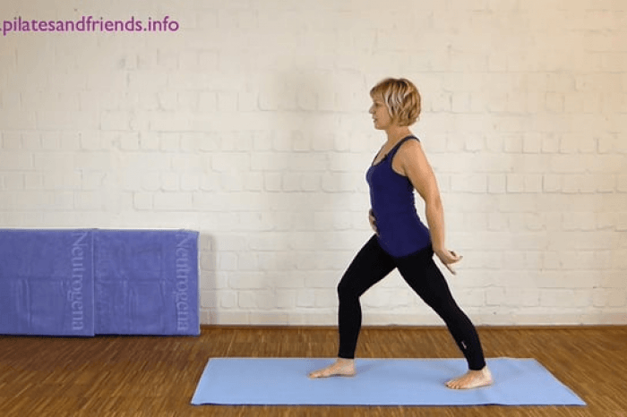 Standing Hip Stretch (2Min)  (1von10)